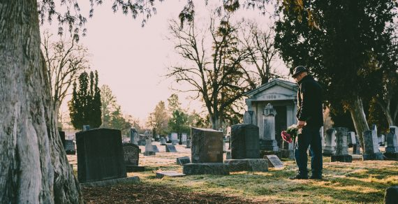 Comment choisir une entreprise de pompes funèbres à Lyon ?