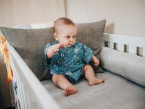 Choisir un ciel de lit bébé fille
